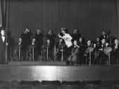 Revija Bojana Adamiča, leta 1942 (Adamič dirigira)