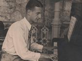 Za klavirjem